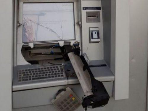 Volos (Grecia) – Rivendicato incendio di un bancomat