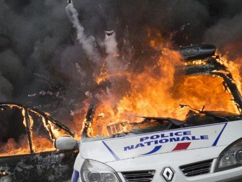 Parigi [Francia]: Una macchina di Bouygues in fiamme (07/09/2018)