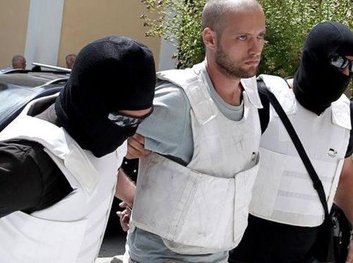 Grecia: Attaccata stazione di polizia in solidarietà con il prigioniero anarchico Tasos Theofilou e con tutti i compagni detenuti (21/05/2017)