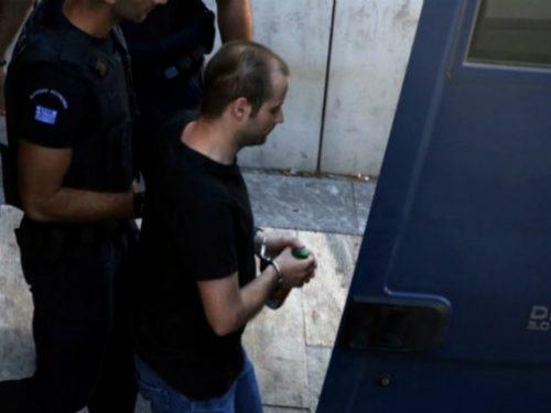 Atene [Grecia]: La logica scompare quando la PM per l'anarco-comunista Tasos Theofilou lo propone colpevole di tutte le accuse (15/05/2017)