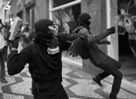 Salonicco – Molotov contro sede del partito KKE