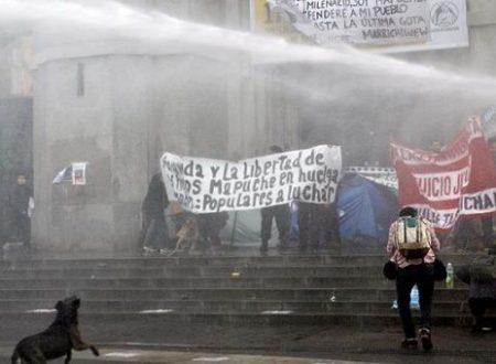 Santiago (Cile) – Siamo in Guerra! Solidarietà con i prigionieri mapuche in sciopero della fame e rivendicazione dell'incendio di un auto
