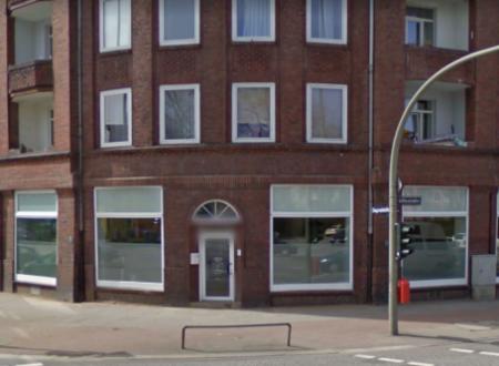 Amburgo – Pietre e vernice a negozio del nazista Ole Sören Timm