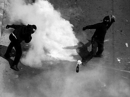 Atene [Grecia]: Rivendicazione per l'attacco Molotov contro la stazione di polizia – Base dell'unità antisommossa MAT-YMAT