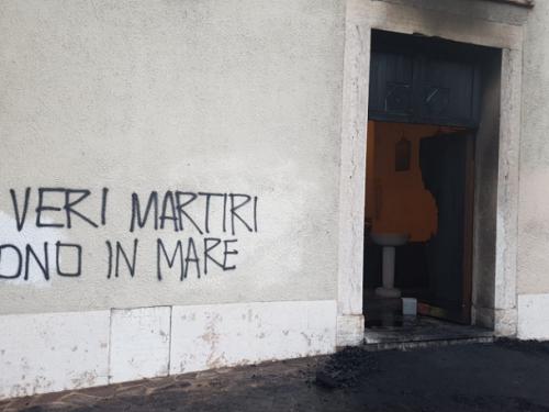Rovereto [Italia]: Incendiato portone di una chiesa raduno di antiabortisti (10/01/2019)