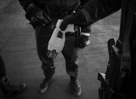 Taser: arma ad impulsi elettrici. Storia, introduzione in italia, autodifesa
