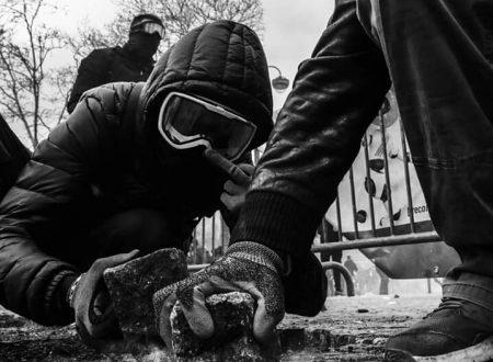 BLACK BLOC: attaccare l'autorità, il capitale e lo stato nelle strade in modo che tutti possano unirsi a noi.