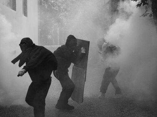 Atene, Grecia: Tre anarchici arrestati e uno ricercato a seguito di un'operazione anti-terrorista (09/11/2019)