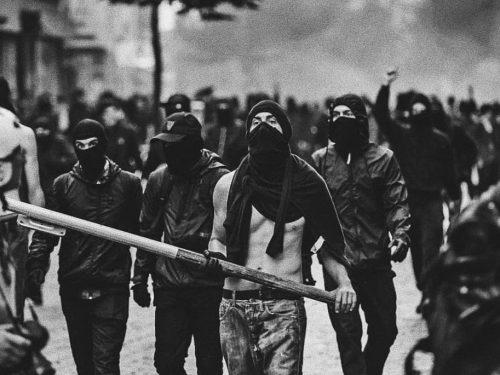 Atene, Grecia: Proteste e scontri contro la polizia a seguito di un poliziotto che minaccia di sparare agli studenti nell'università di economia (24-28/02/2020)