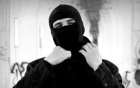 Un cigno nero nelle fratture fra individuo e società