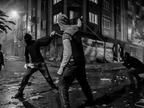 Atene – Rivendicazione di quattro attacchi incendiari a domicilio da parte dei Gruppi Anarchici di Visita Notturna