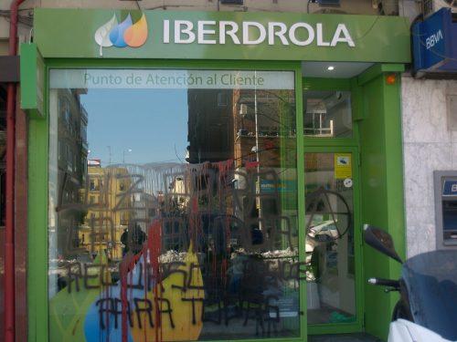 Madrid: Diverse sedi di compagnie elettriche attaccate e due veicoli Iberdrola dati alle fiamme