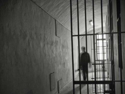 Volantino contro il carcere distribuito nei mercati rionali di Taranto