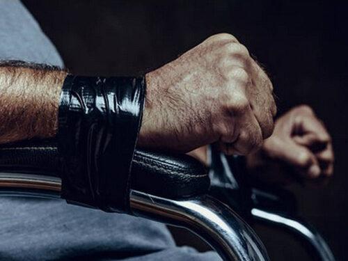 Atene – Botte e torture in carcere