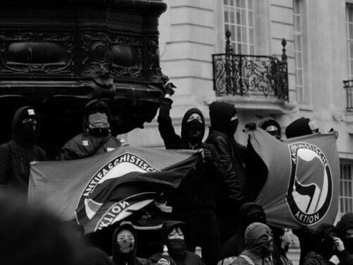 Bologna: La sede Anppe sfasciata dai vandali – Corteo antifascista del 1° Maggio